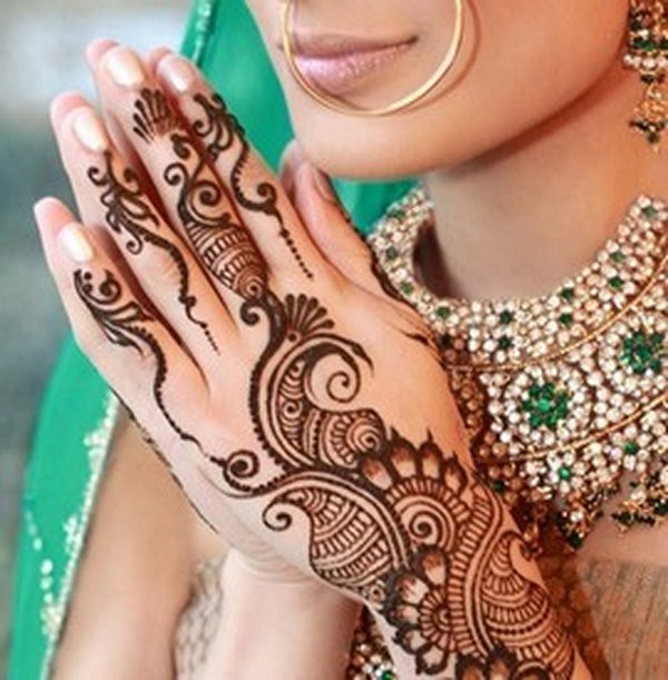 Hindu bride with mehndi hand painting