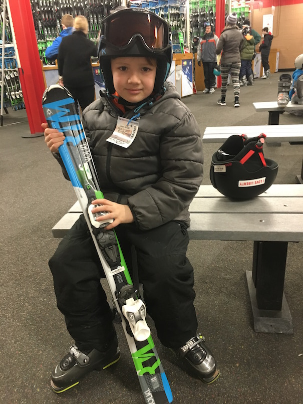 8yo Riley tries skiing for the first time at Liberty Mountain, PA